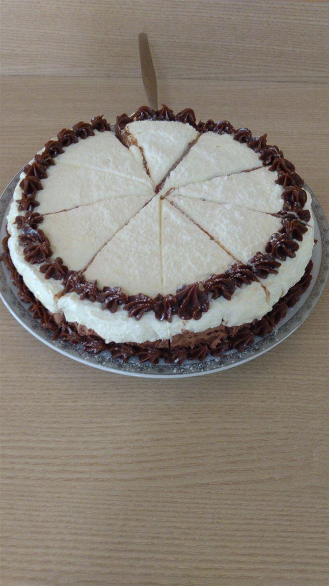 Torta de leite ninho com chocolate alpino 70,00 reais sob encomenda